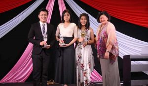 L: Prom King – Wong wen Sheng, Prom Queen – Lai Vinnie and the New Bloomer Award winner – Lim Sok Wen.