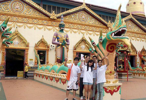 Visiting the Dharmikarama Burmese Temple